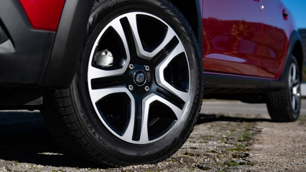 Renault Logan Stepway красный клиренс